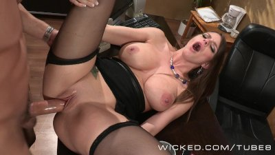 Brooklyn Chase fucks an up and cumming star