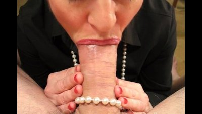 Sexy lipstick blowjob for a lucky guy